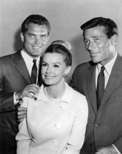 """Jeffrey Hunter, Dina Merrill and Efrem Zimbalist Jr. in """"The F.B.I."""" (Episode: The Monster)1965** B.D.M. - Image 0286_0776"""