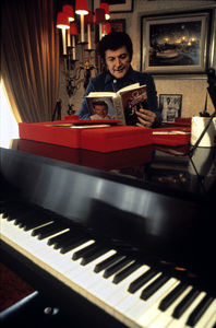 Lee Liberace at his Los Angeles home1973 © 1978 Ulvis Alberts - Image 0289_0305