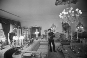 Lee Liberace at his Los Angeles home1973© 1978 Ulvis Alberts - Image 0289_0379
