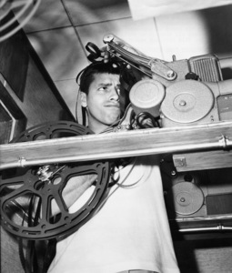 "After working all day in ""The Stooge"" at Paramount, Jerry Lewis goes home to pursue his hobby of home-movies and proceeds to get all tangled up while trying to thread the film into his equipment1951** I.V. / M.T. - Image 0292_0604"