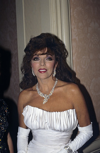Joan Collins1988 © 1988 Gunther - Image 0299_0215