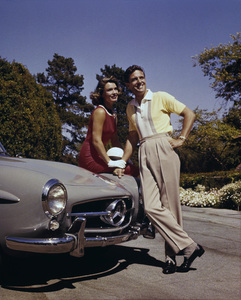 Robert Stack and wife Rosemarie with their Mercedes 190 SL at home1959 © 1978 Tom Kelley - Image 0314_0107