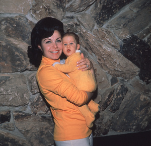 Annette Funicello with her daughterAt home, 1966. © 1978 David Sutton - Image 0330_0115
