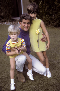 Michael Landon at home with son and daughter1968 © 1978 David Sutton - Image 0334_0126