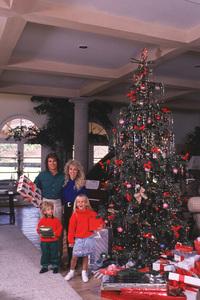 Michael Landon with Family1987 © 1987 Gene Trindl - Image 0334_0172