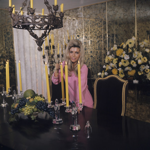 Nancy Sinatra at home1967© 1978 David Sutton - Image 0336_0117