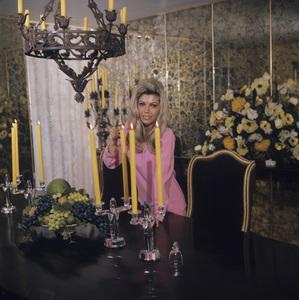 Nancy Sinatra at home1967© 1978 David Sutton - Image 0336_0117