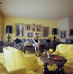 Nancy Sinatra at home1967© 1978 David Sutton - Image 0336_0142
