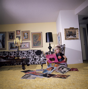 Nancy Sinatra at home1967© 1978 David Sutton - Image 0336_0143