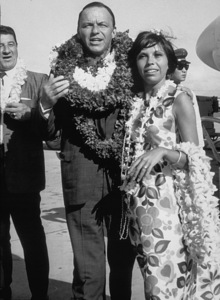 Frank Sinatra with daughter Nancy and Al Silvani in Hawaii / 1964 © 1978 David Sutton - Image 0337_0579