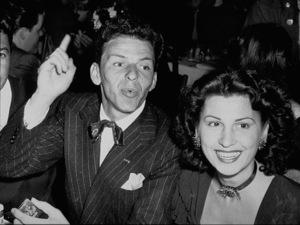 Frank Sinatra and wife Nancy Barbatoc. 1943 - Image 0337_0735
