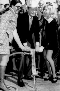 Frank Sinatra with Nancy and Tina breaking ground at a medical education center in Palm Springs / 1970 - Image 0337_0756