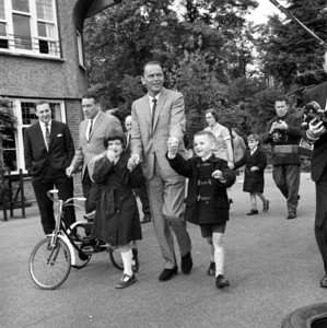 Frank Sinatra at the Sunshine School for the Blind in London 1962 © 1978 Ted Allan - Image 0337_0762