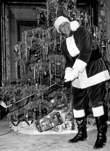 Frank Sinatra at home for Christmasc. 1965 © 1978 Ted Allan - Image 0337_0834
