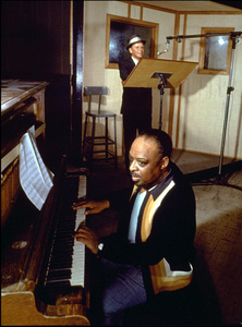 Frank Sinatra and Count Basie in a recording session / c. 1963 © 1978 Ted Allan - Image 0337_1138