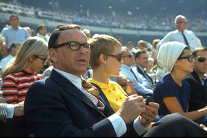 Frank Sinatra, Mia Farrow and Nancy Sinatra (In Background) / 1967 © 1978 Gunther - Image 0337_1157