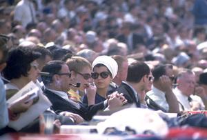 Frank Sinatra, Mia Farrow and Tina Sinatra at a baseball game / 1966 © 1978 David Sutton - Image 0337_1205