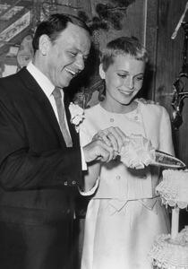 Frank Sinatra and new bride Mia Farrow, 1966. © 1978 Gunther - Image 0337_1354