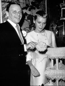 Frank Sinatra and new bride Mia Farrow, 1966. © 1978 Gunther - Image 0337_1391