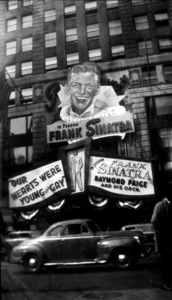 Frank Sinatra Paramount TheaterNew York, 1944 - Image 0337_2248