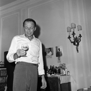 Frank Sinatra in a London apartment1962 © 1978 Ted Allan - Image 0337_2482
