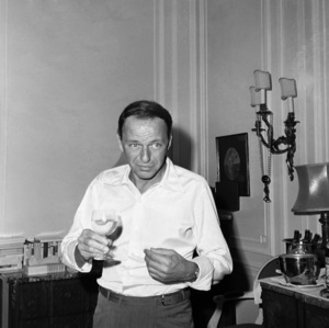 Frank Sinatra in a London apartment1962 © 1978 Ted Allan - Image 0337_2483