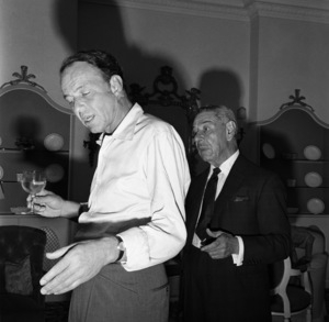 Frank Sinatra and Michael Romanoff in a London apartment1962 © 1978 Ted Allan - Image 0337_2485