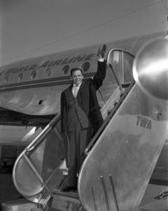 Frank Sinatra at LaGuardia airport in New York circa 1947 © 1978 Barry Kramer