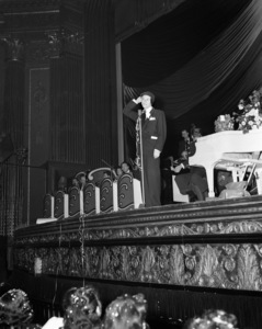 Frank Sinatra performing at the Paramount Theater in New Yorkcirca 1944© 1978 Barry Kramer - Image 0337_2853