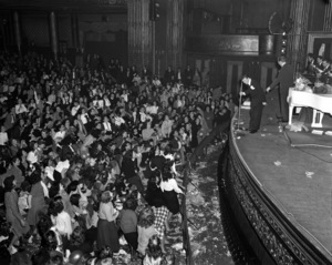 Frank Sinatra performing at the Paramount Theater in New Yorkcirca 1944© 1978 Barry Kramer - Image 0337_2855