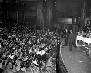 Frank Sinatra performing at the Paramount Theater in New Yorkcirca 1944© 1978 Barry Kramer - Image 0337_2856