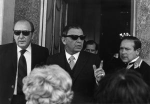 Frank Sinatra outside his London hotel1970** J.C.C. - Image 0337_2914