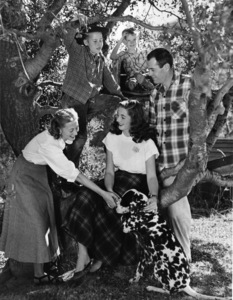 Henry Fonda with step-daughter Pan, wife Frances Seymour Brokaw, Jane Fonda and Peter Fonda at their home on Tigertail Road in Brentwood, CA circa 1947 © 1978 John Engstead - Image 0518_0813