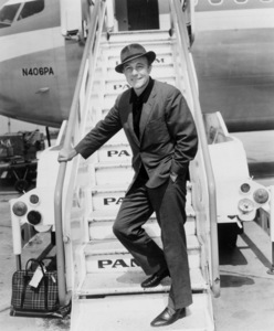 Gene Kelly on a Pan Am flight from London to New York circa 1950s ** I.V. - Image 0538_1040