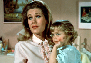 """""""Bewitched""""Elizabeth Montgomery,Rein Murphy1968 ABC © 1991 Columbia - Image 05406_0012"""
