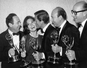 """Jerry Paris, Mary Tyler Moore, Dick Van Dyke, Carl Reiner and Richard Deacon of """"The Dick Van Dyke Show"""" at the Emmy Awardscirca 1960s** I.V. - Image 0565_0020"""