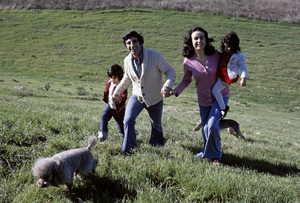 Jamie Farr and his family (wife Joy Ann Richards, son Jonas, daughter Yvonne)January 1974** H.L. - Image 0608_0031