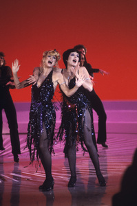 Goldie Hawn and Liza Minnelli performing on a television special1979© 1979 Gunther - Image 0616_0052