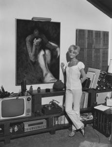 Goldie Hawn at homeJuly 8, 1968 © 1978 Gene Trindl - Image 0616_0118