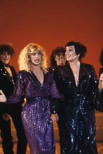 Goldie Hawn and Liza Minnelli performing on a television special1979© 1979 Gunther - Image 0616_0152