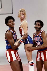 Goldie Hawn and the Harlem Globetrotterscirca 1976© 1978 Gunther - Image 0616_0154