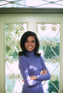 Mary Tyler Moore at home in Beverly Hills for a Family Circle feature on pasta jewelry 1971 © 1978 Bob Willoughby - Image 0645_0121
