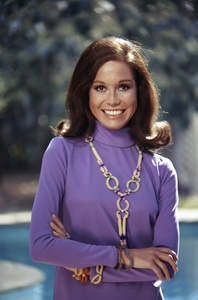 Mary Tyler Moore at home in Beverly Hills for a Family Circle feature on pasta jewelry 1971 © 1978 Bob Willoughby - Image 0645_0148