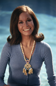Mary Tyler Moore at home in Beverly Hills for a Family Circle feature on pasta jewelry 1971 © 1978 Bob Willoughby - Image 0645_0151