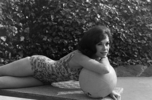 Mary Tyler Moore at home circa 1965 © 1978 Gunther