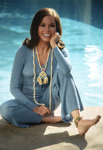 Mary Tyler Moore at home in Beverly Hills for a Family Circle feature on pasta jewelry 1971 © 1978 Bob Willoughby