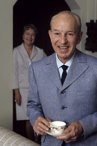 Lloyd Nolan at home with wife Mell Efrid1969 © 1978 Gene Trindl - Image 0647_0007