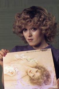 Bernadette Peters holding her debut album1980© 1980 Gunther - Image 0649_0008
