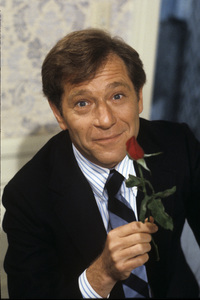 """George Segal on the set of """"Last Married Couple in America""""1980© 1980 Larry Barbier - Image 0654_0102"""