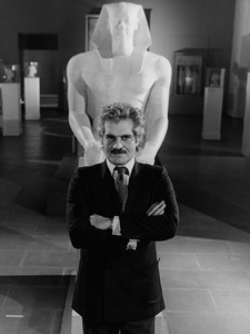 """Omar Sharif hosting """"Mysteries of the Great Pyramids""""1978**H.L. - Image 0655_0109"""